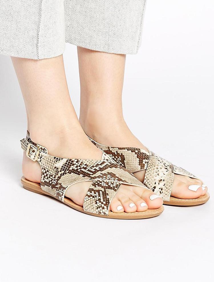 Sandalias con print de serpiente