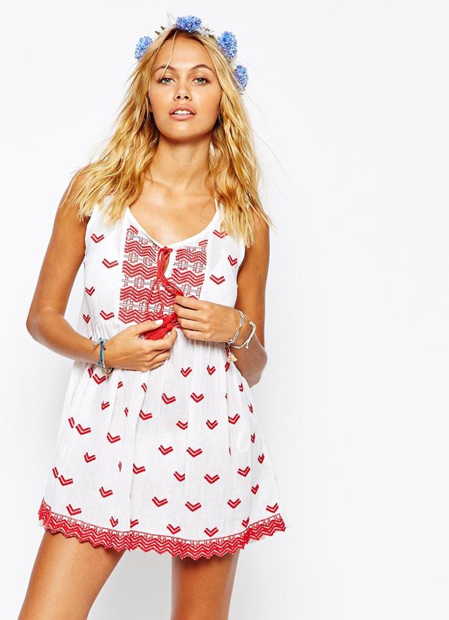 Vestido de playa blanco y rojo