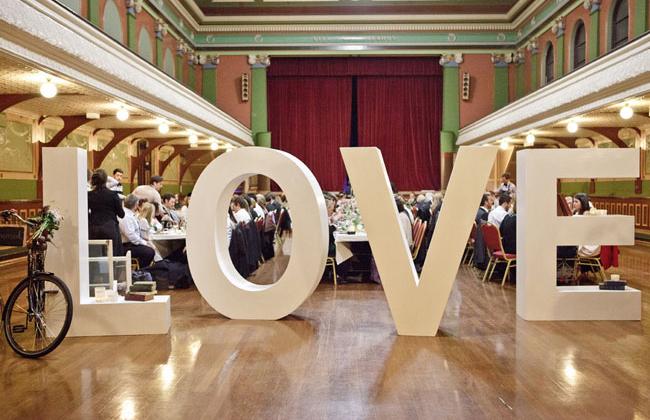 decorar boda con letras grandes