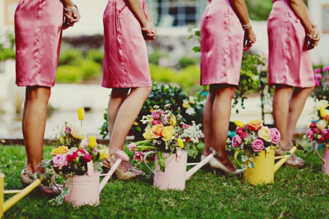 decorar con flores - regaderas - deco - bodas-4