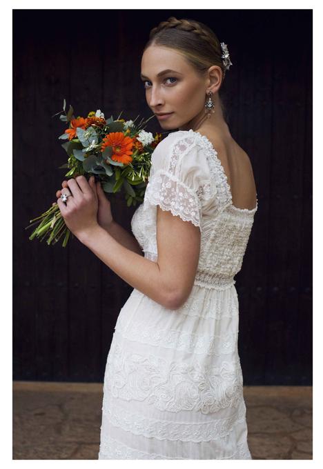 boda-vestido-novias-adlib-ibicenco-estilo-charo-ruiz-puntilla-blonda-natural-bohemio