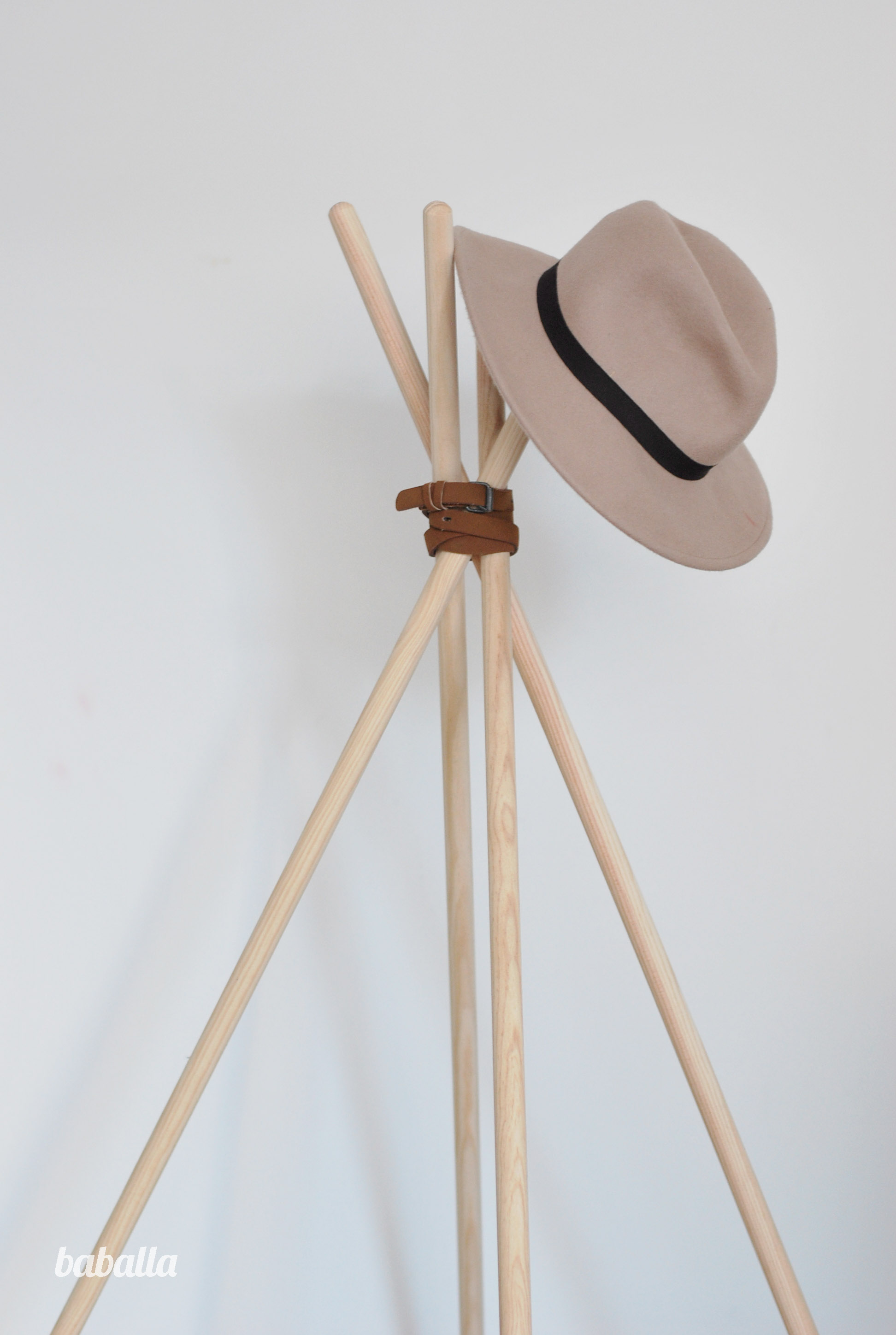 Diy perchero tipi diy baballa for Que es un perchero