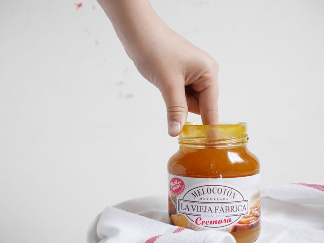 Barritas de hojaldre con glaseado y mermelada