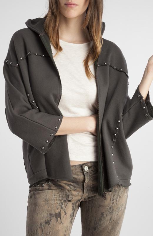chaquetas para otoño capucha y tachuelas