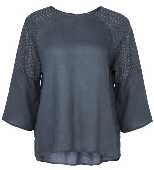camisas de bdba. Blusa azul con bordados