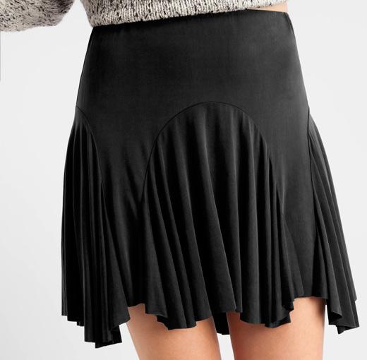 ropa negra en bdba. Falda corta