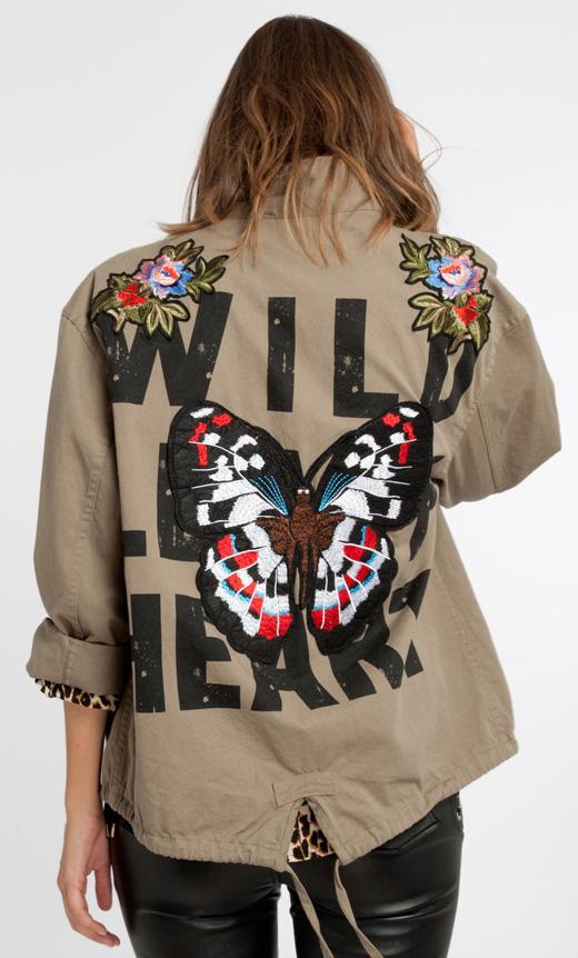 ropa nueva chaqueta con parches bordados