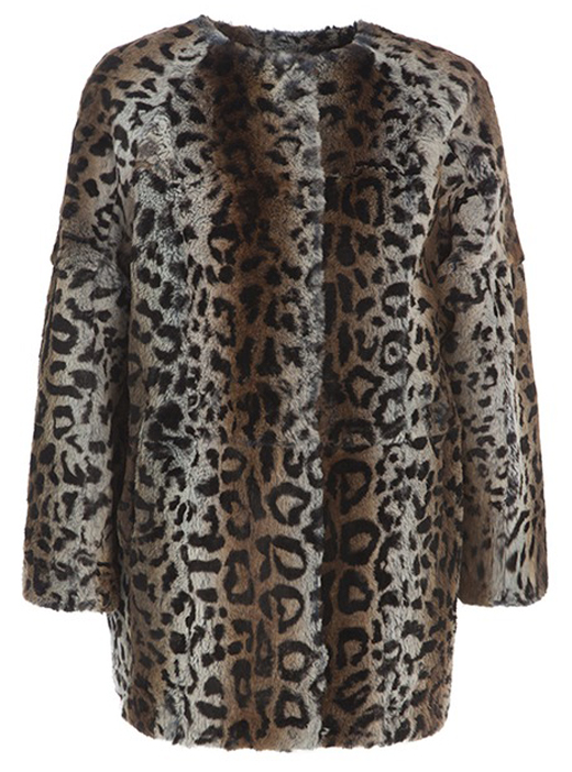 abrigo de leopardo Bella Hadid con BDBA. Abrigo de pelo