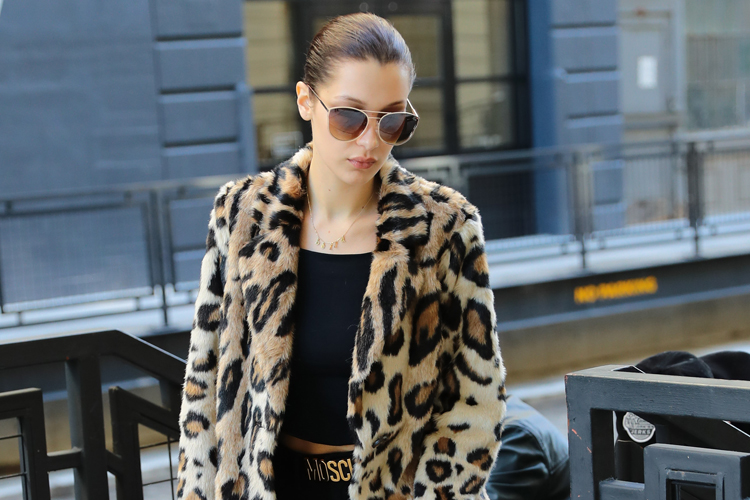 Así lleva el abrigo de leopardo Bella Hadid-655-asos