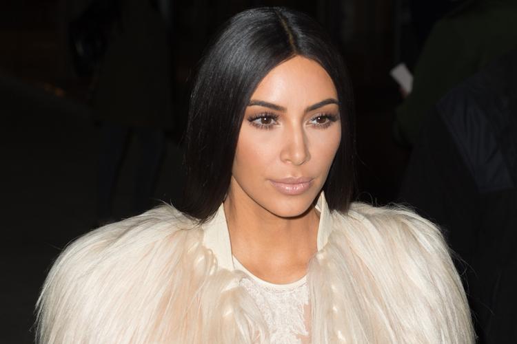 Kim Kardashian lo tiene claro, sí al abrigo de pelo-991-asos