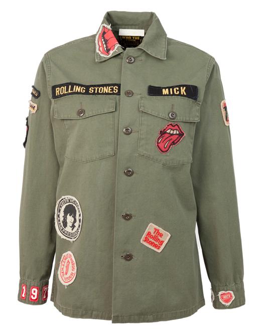 bordados y parches en las camisas de BDBA. Verde militar