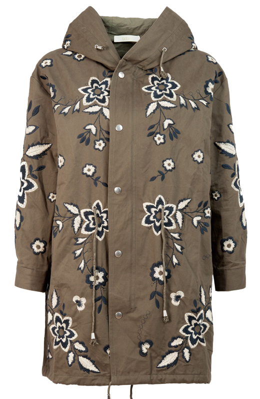 bordados y paches en las chaquetas de BDBA. PArka
