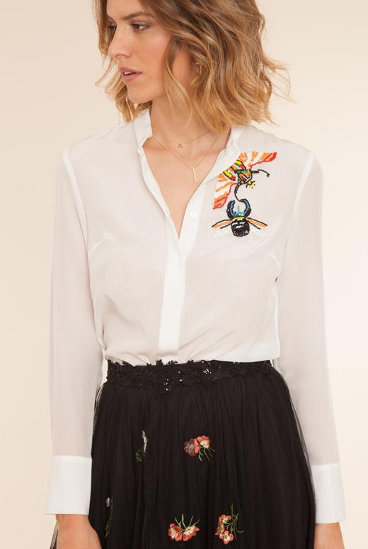 camisas blancas. Con bordado
