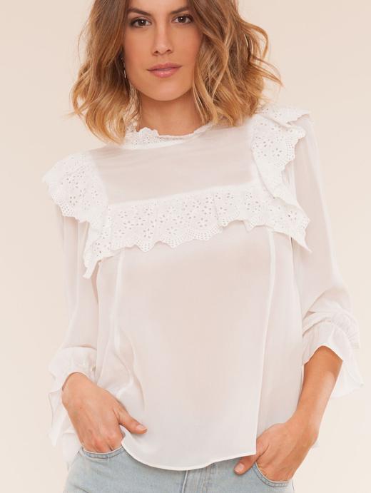 camisas blancas. Volantes