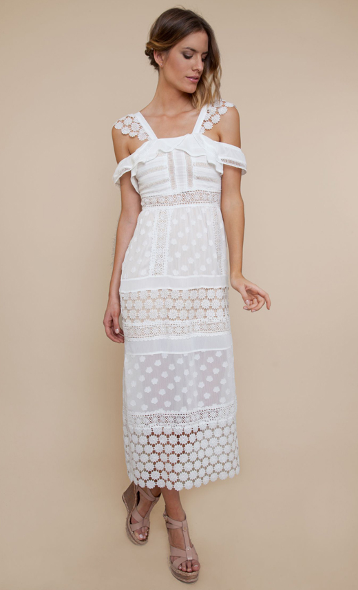 vestidos blanco. encaje y volantes