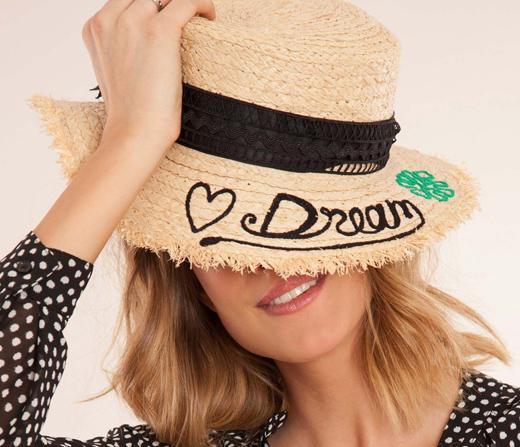 Sombreros con mensaje en BDBA DREAM