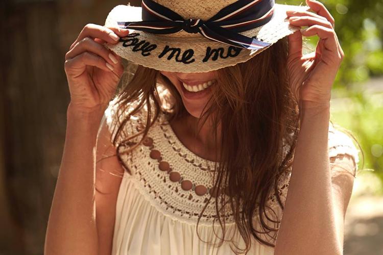 sombreros con mensaje en BDBA