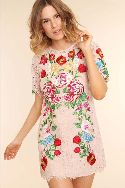 el vestido de flores de Patricia Montero en BDBA. NUDE