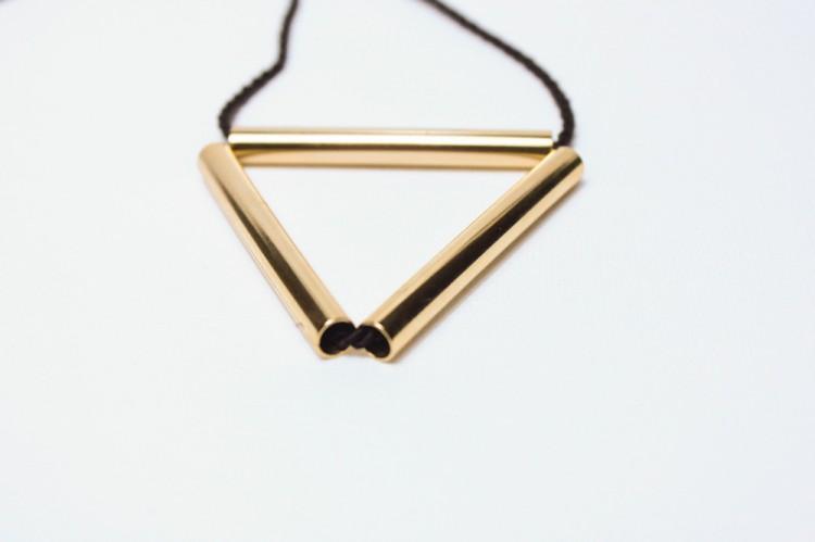 collar-triangulo-centro-1