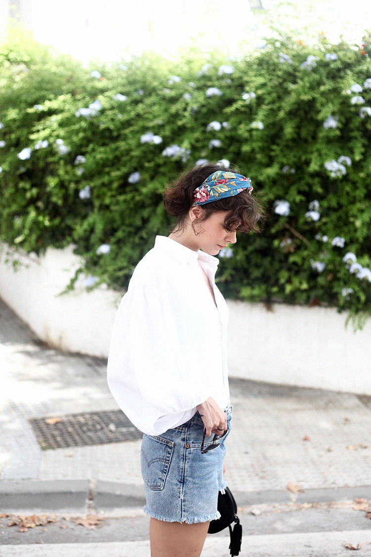 shorts_levis-camisa_blanca-turbante-new_in_zara-checosa04
