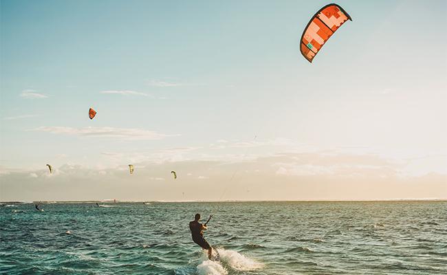 Qué hacer en Oliva Nova: kitesurf