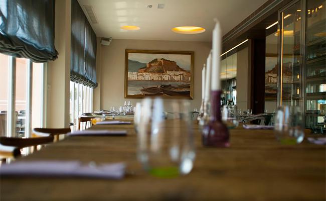 Qué hacer en Oliva Nova: ir al restaurante Aura