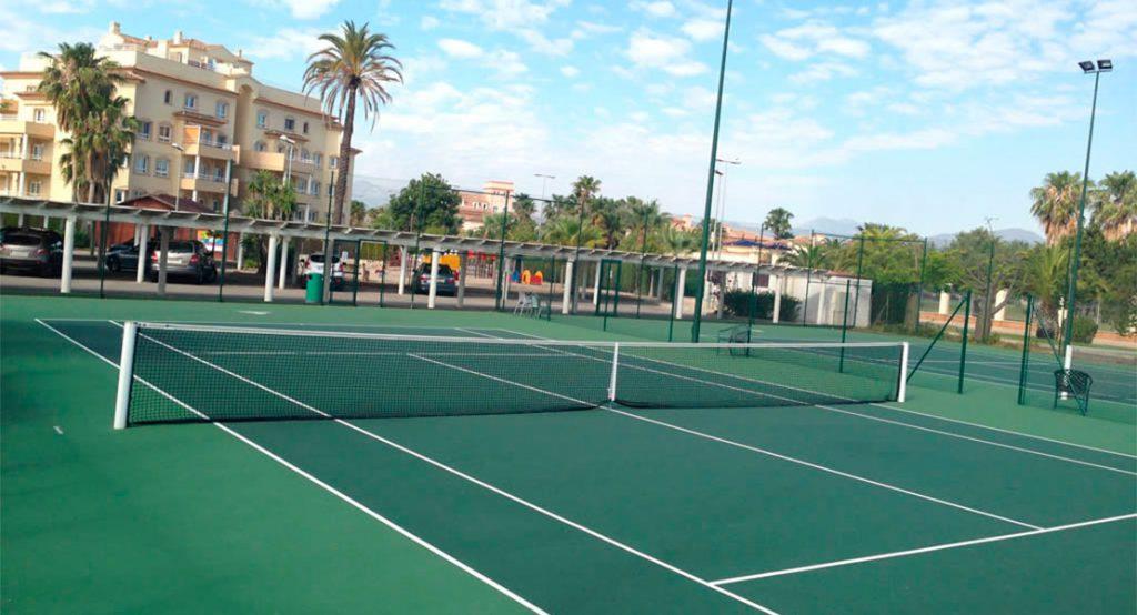 Deportes de raqueta: pista de tenis