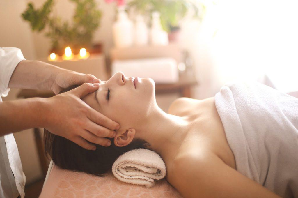 Masaje terapéutico relajante en CHG