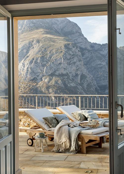 terraza en invierno con tumbonas