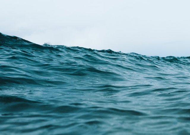 ¿Conoces todos los beneficios de bañarse en el mar?