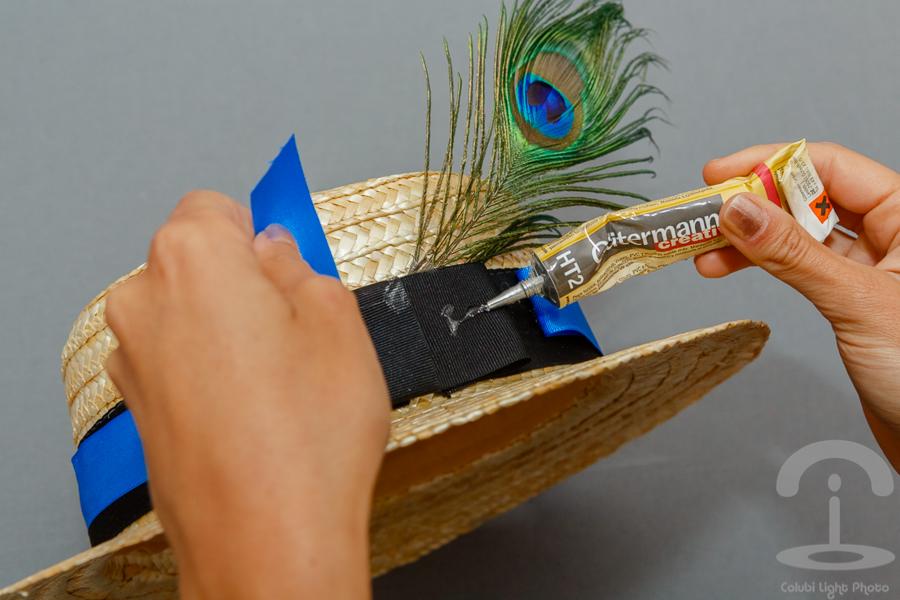 DIY Canotier con flores y pluma Crimenes de la Moda