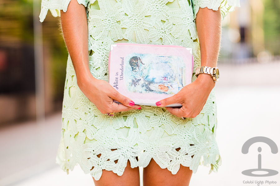Mint dress & book handbag Dresseos Bolso libro Elizabeth Cole Crimenes de la Moda