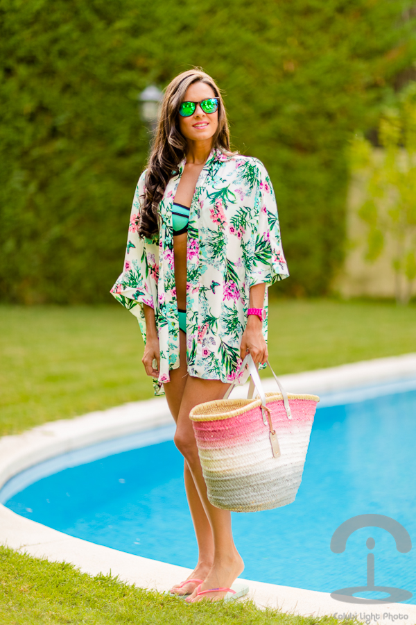 Pool time look summer piscina floral kimono flores tropical Crimenes de la Moda