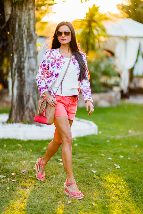 Shorts and floral jacket Crimenes de la Moda