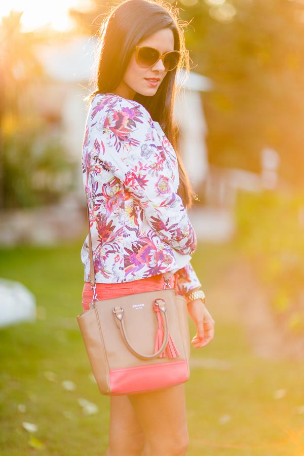 Shorts and floral jacket Crimenes de la Moda