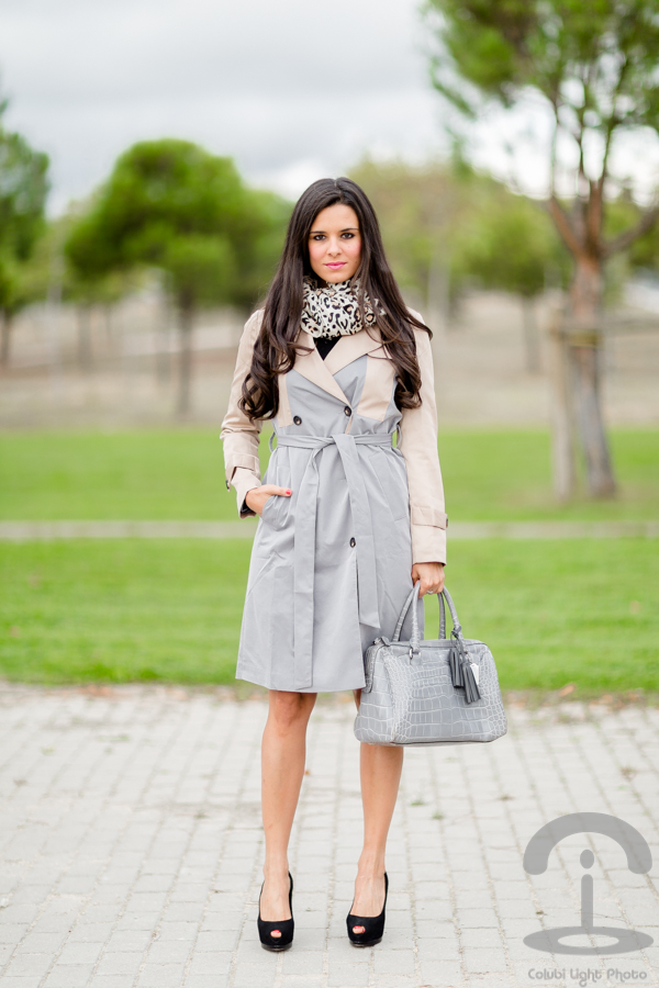 Bicolor trench gabardina gris Crimenes de la Moda