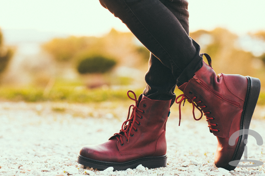 Casual Autumn look camisa cuadros tartan Botas burdeos Mustang burgundy boots Crimenes de la Moda