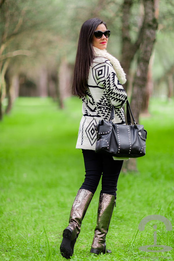 Cardigan + Metallic Boots Crimenes de la Moda