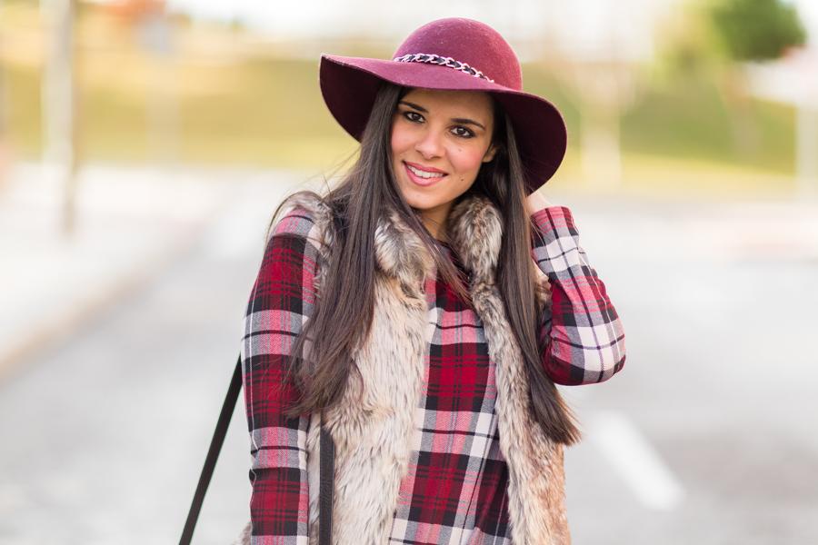 Plaid dress + Fur vest Crimenes de la Moda