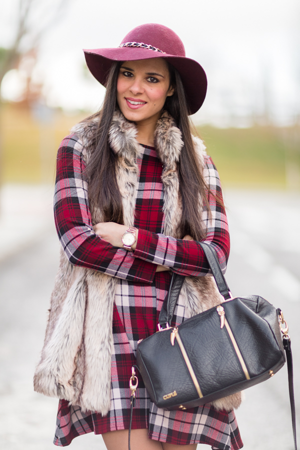 Plaid dress + Fur vest Crimenes de la Moda
