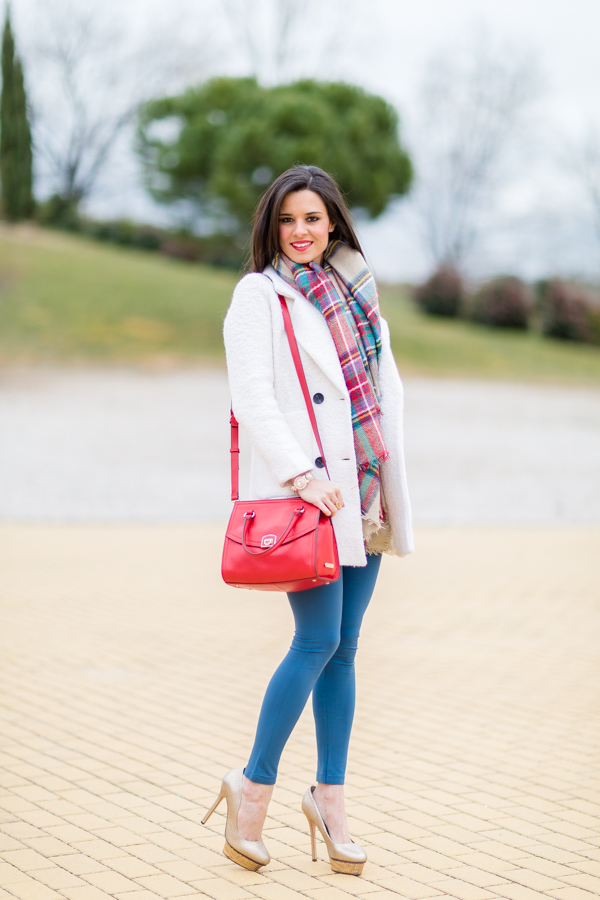 Leggings + Winter coat Crimenes de la Moda
