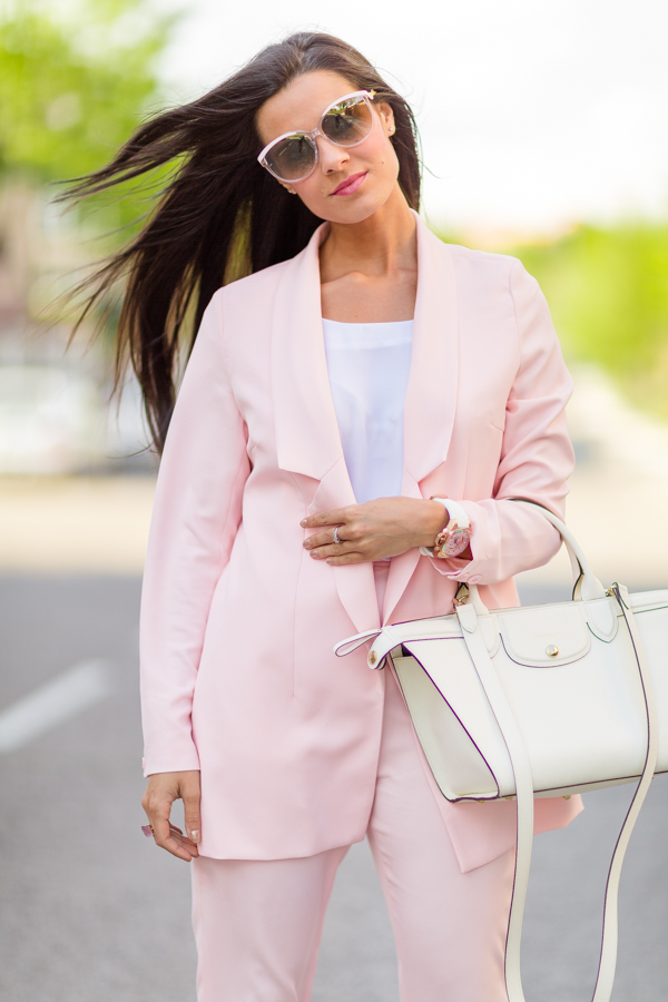 ghd curve Blanca Suarez look pink suit traje de chaqueta rosa longchamp Pedro Miralles Crimenes de la Moda