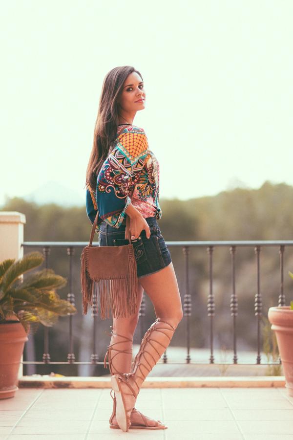 Sandalias gladiadoras Zara Bolso de flecos estilo étnico Crimenes de la Moda
