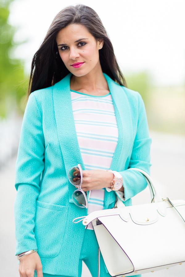 Traje de chaqueta azul turquesa Titis Clothing Mutua Madrid Open Caja Magica Crimenes de la Moda