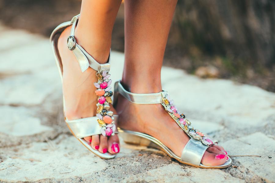 Blusa hombros al aire tropical shorts sandalias DIY Crimenes de la Moda