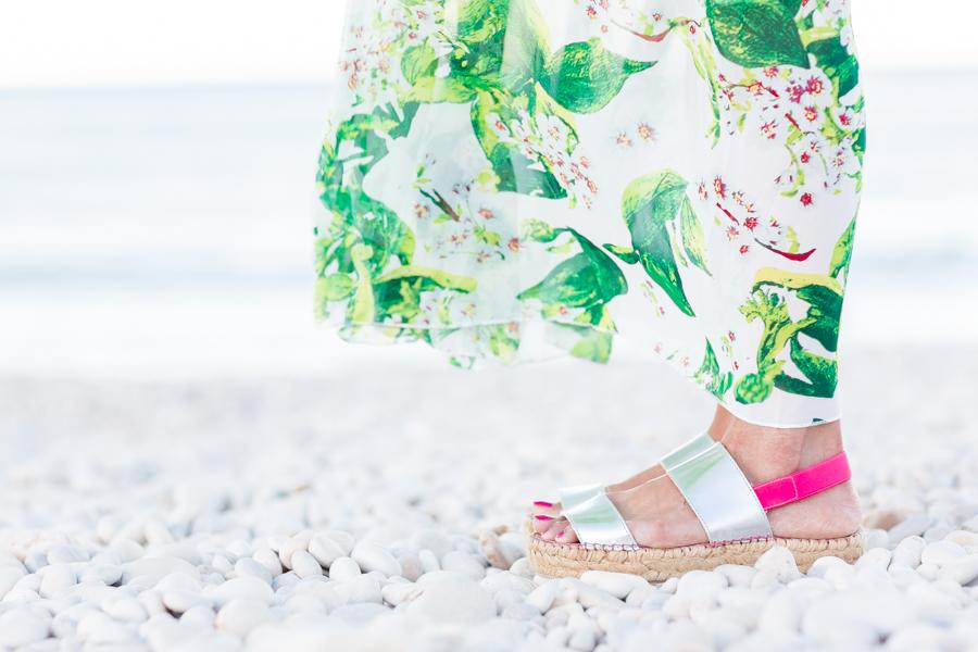 floral beach long dress vestido largo de gasa verano playa flores bolso de flecos de ante neon boots Crimenes de la Moda