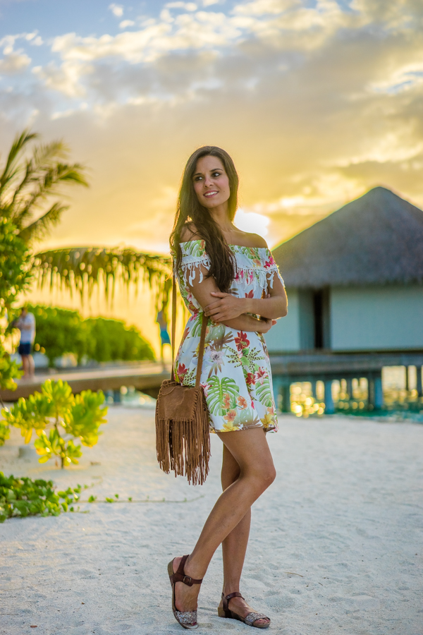 Tropical Dress vestido flores hombros al aire off shoulder dress Maldivas Velassaru Island Maldives Crimenes de la Moda