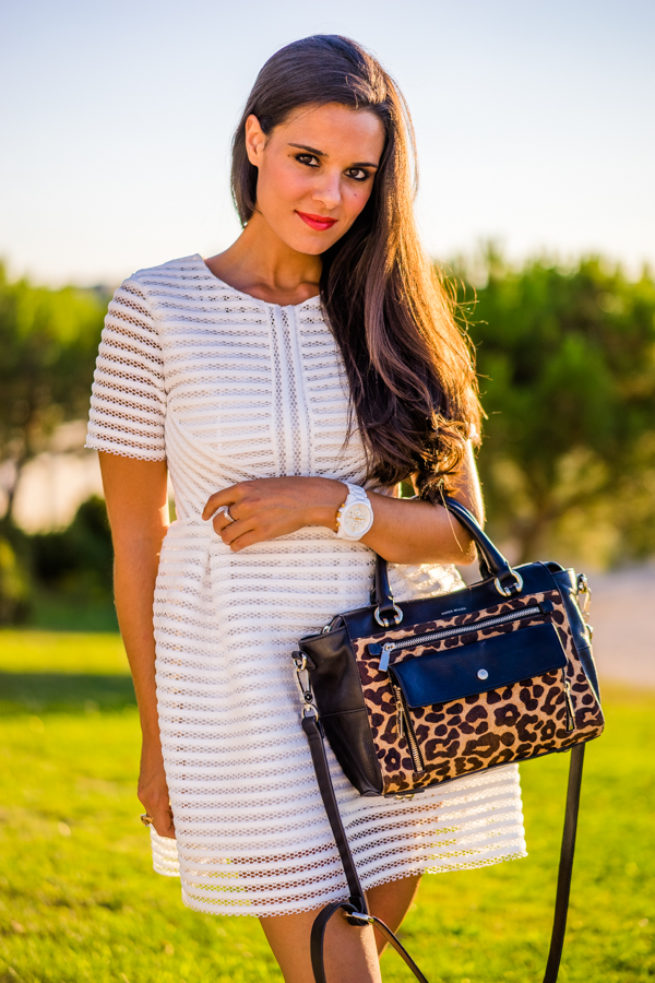 black and white summer look de verano en blanco y negro gladiadoras sandalias romanas cordones de piel roman sandals animal print bag Crimenes de la Moda