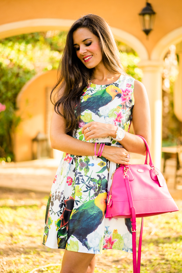 Tropical lady dress vestido flores tropicales Javea bolso rosa pink tote Coach Crimenes de la Moda