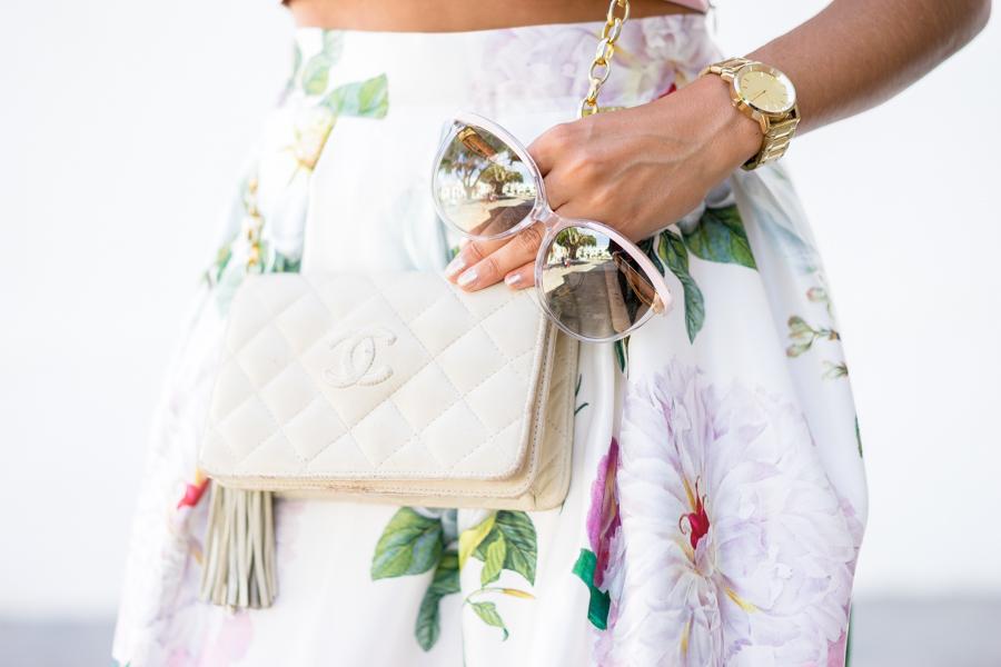 Look lady para un bautizo falda midi skirt pink crop top chanel vintage look de invitada Dresseos Crimenes de la Moda